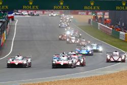 Départ : #8 Toyota Gazoo Racing Toyota TS050: Sébastien Buemi, Kazuki Nakajima, Fernando Alonso en tête