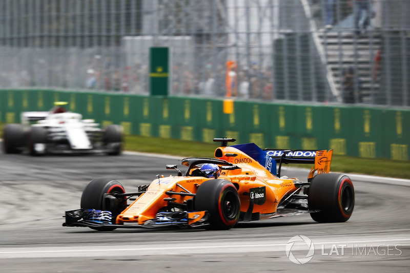 Fernando Alonso, McLaren MCL33, leads Charles Leclerc, Sauber C37