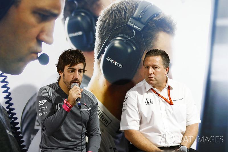Fernando Alonso, McLaren, Zak Brown, Director ejecutivo McLaren Technology Group, en conferencia de prensa