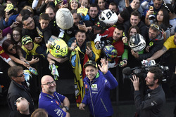 Валентино Россі, Yamaha Factory Racing, з уболівальниками