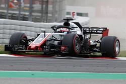 Romain Grosjean, Haas F1 Team VF-18 runs wide on the kerb