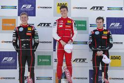 الفائز بالسباق ماركوس أرمسترونج، بريما، المركز الثاني جوري فيبس، موتورباك، المركز الثالث جوناثان أبردين، موتورباك