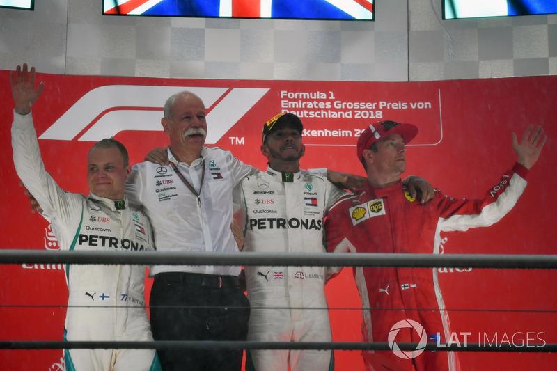 Valtteri Bottas, Mercedes-AMG F1, Dr. Dieter Zetsche, CEO de Daimler AG, Lewis Hamilton, Mercedes-AMG F1 y Kimi Raikkonen, Ferrari