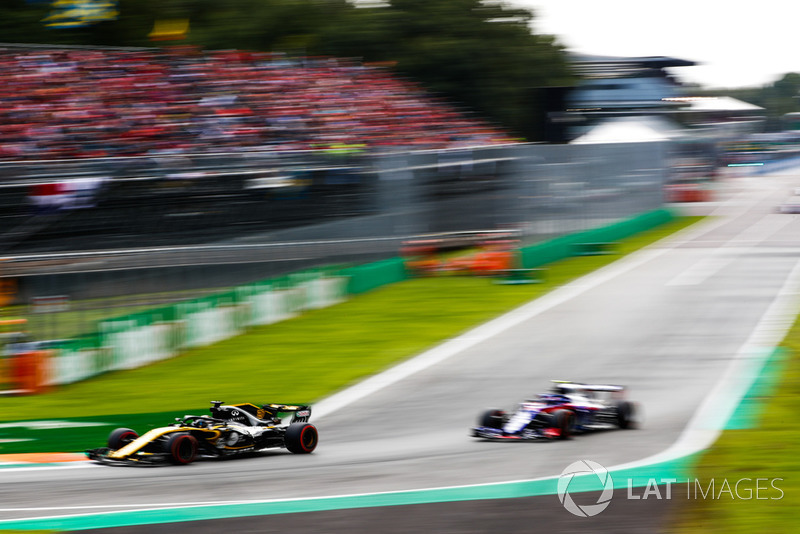 Nico Hulkenberg, Renault Sport F1 Team RS 18, Pierre Gasly, Toro Rosso STR13