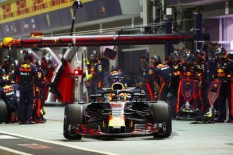 Daniel Ricciardo, Red Bull Racing RB14, leaves his pit box