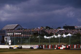 Damon Hill, Williams Renault FW15C; Eddie Irvine, Jordan 193; Ayrton Senna, McLaren MP4/8