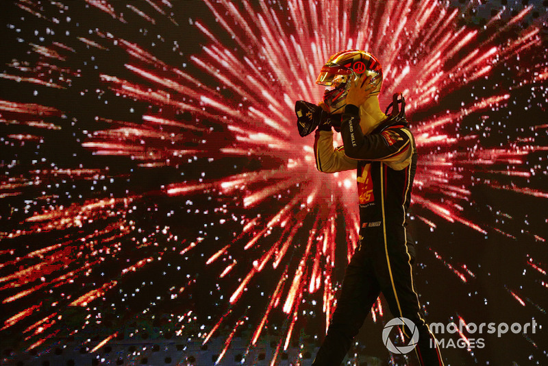 Kevin Magnussen, Haas F1 Team, enlève son casque après la course