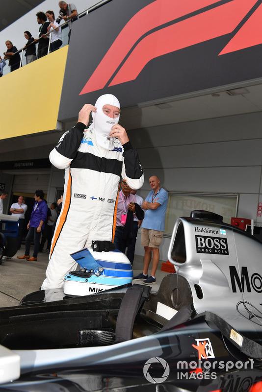 McLaren MP4/13 та Міка Хаккінен перед Гонкою легенд на честь 30-річчя Гран Прі Японії