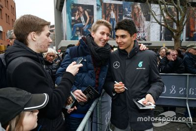 Mercedes Motorsport 2016 bemutató