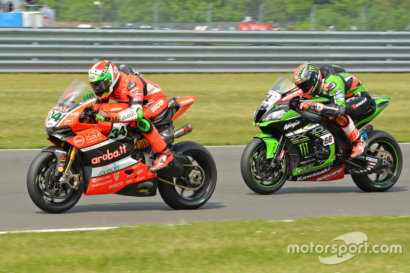 Tom Sykes, Kawasaki Racing Team & Davide Giugliano, Aruba.IT Racing - Ducati