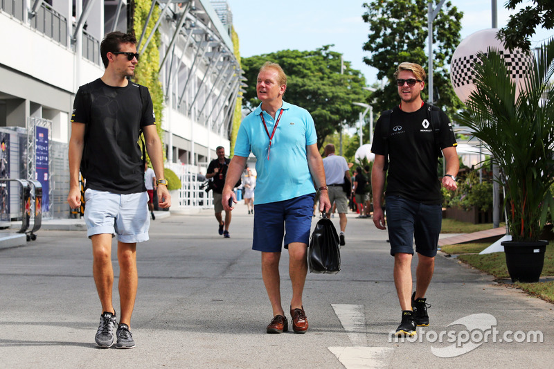 (L to R): Jolyon Palmer, Renault Sport F1 Team with Jonathan Palmer, and Jack Clarke, Driver and Phy