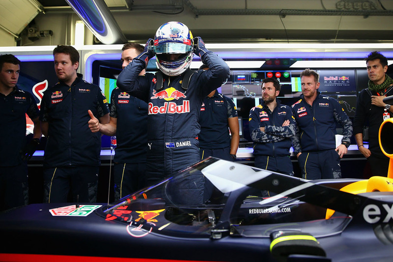 Daniel Ricciardo, Red Bull Racing RB12 met het aeroscreen