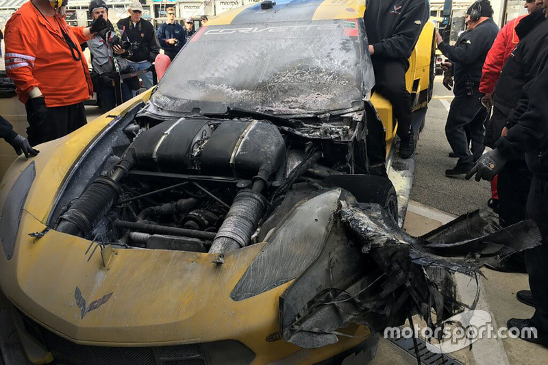 El Corvette Racing Chevrolet Corvette C7.R de Oliver Gavin, Tommy Milner y Marcel Fässler tras el incendio.