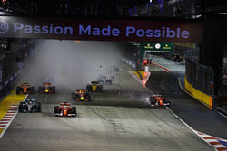 Startcrash: Kimi Raikkonen, Ferrari SF70H, Max Verstappen, Red Bull Racing RB13
