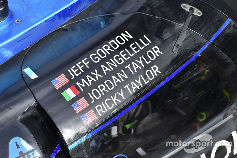 Auto de los ganadores #10 Wayne Taylor Racing Cadillac DPi: Ricky Taylor, Jordan Taylor, Max Angelel