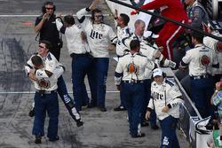 Siegerjubel: Boxencrew von Brad Keselowski, Team Penske, Ford