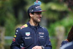 Daniel Ricciardo, Red Bull Racing, wears some amusing head gear