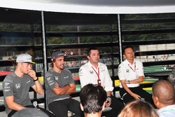 Stoffel Vandoorne, McLaren, Fernando Alonso, McLaren , Eric Boullier, McLaren Racing Director and Yusuke Hasegawa, Head of Honda Motorsport
