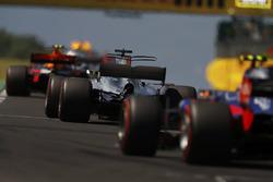 Max Verstappen, Red Bull Racing RB13, Lewis Hamilton, Mercedes AMG F1 W08, Carlos Sainz Jr., Scuderia Toro Rosso STR12, behind the safety car