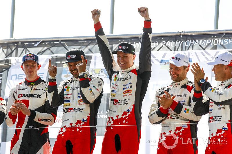 Podio: ganadores Esapekka Lappi, Janne Ferm, Toyota Racing, segundo lugar Elfyn Evans, Daniel Barritt, M-Sport, tercer lugar Juho Hänninen, Kaj Lindström, Toyota Racing