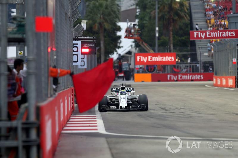Felipe Massa, Williams FW40, Streckenwart mit roter Flagge