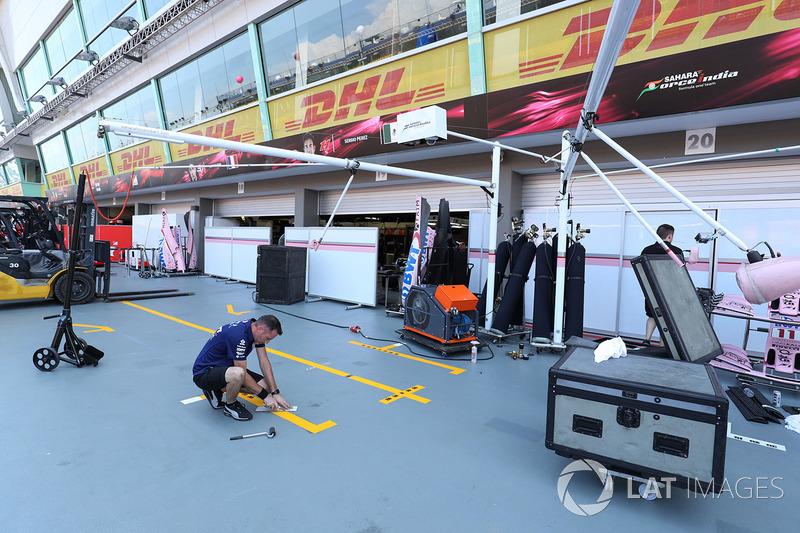 Sahara Force India: Garage