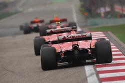 Max Verstappen, Red Bull Racing RB13, leads Kimi Raikkonen, Ferrari SF70H, and Sebastian Vettel, Ferrari SF70H