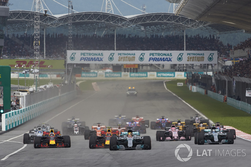 Lewis Hamilton, Mercedes AMG F1 W08, Max Verstappen, Red Bull Racing RB13, Daniel Ricciardo, Red Bull Racing RB13, Valtteri Bottas, Mercedes AMG F1 W08