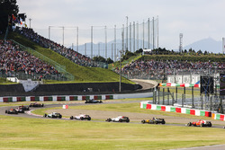 Valtteri Bottas, Mercedes AMG F1 W08, Sergio Perez, Sahara Force India F1 VJM10, Felipe Massa, Williams FW40, Nico Hulkenberg, Renault Sport F1 Team RS17, Kimi Raikkonen, Ferrari SF70H