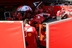 Kimi Raikkonen, Ferrari SF70H behind the screens in the pits
