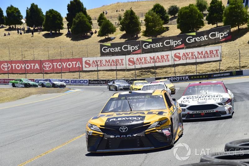 Matt Kenseth, Joe Gibbs Racing Toyota, David Ragan, Front Row Motorsports Ford