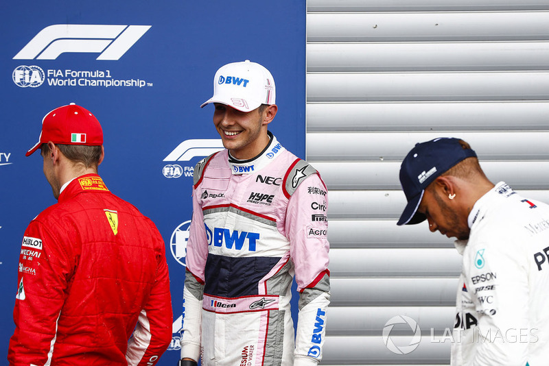 Sebastian Vettel, Ferrari, con Esteban Ocon, Racing Point Force India VJM1, y Lewis Hamilton, Mercedes AMG F1