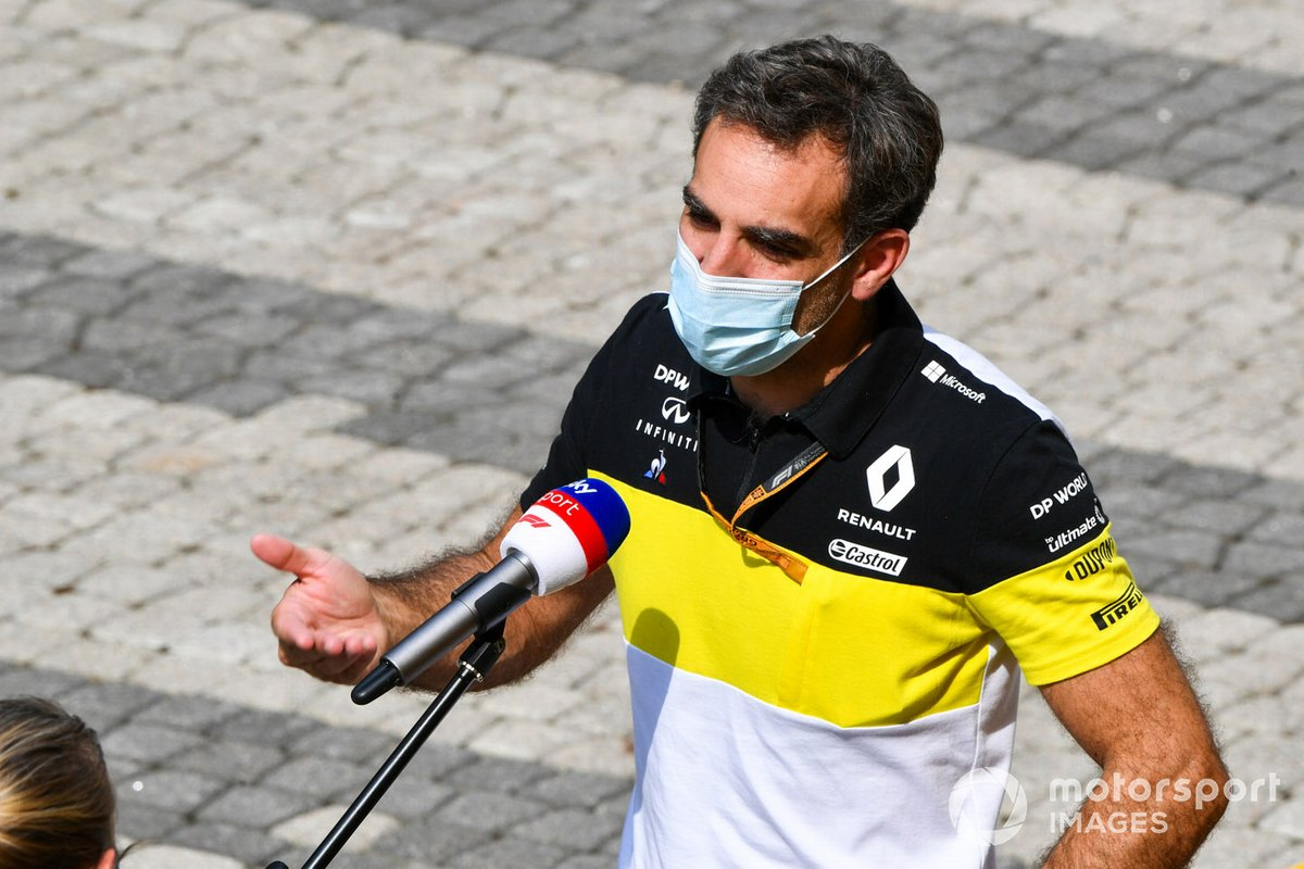 Cyril Abiteboul, Managing Director, Renault F1 Team, est interviewé