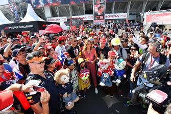 Lukas Podolski, footballeur avec des fans
