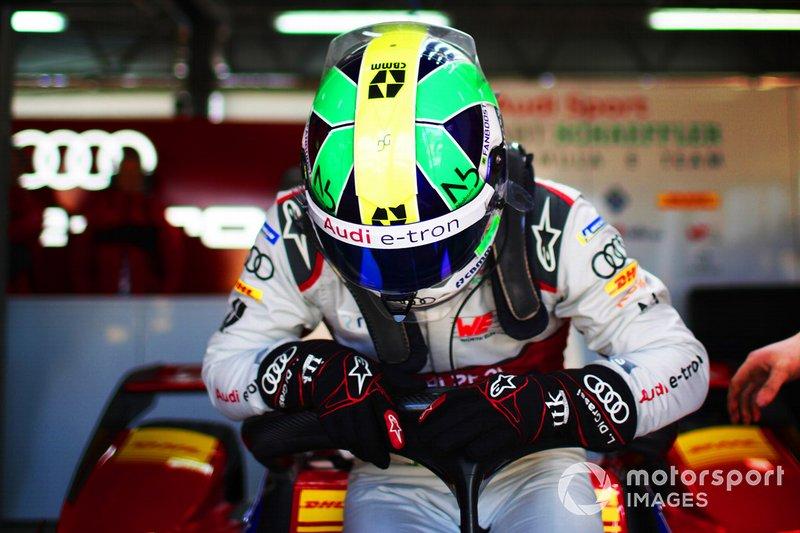 Lucas di Grassi, Audi Sport ABT Schaeffler, Audi e-tron FE05, climbs into his car