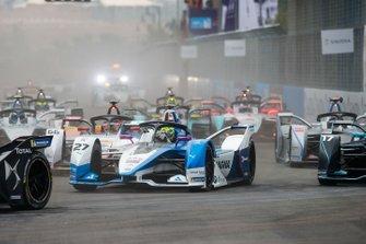 Alexander Sims, BMW I Andretti Motorsports, BMW iFE.18 Daniel Abt, Audi Sport ABT Schaeffler, Audi e-tron FE05 at the start