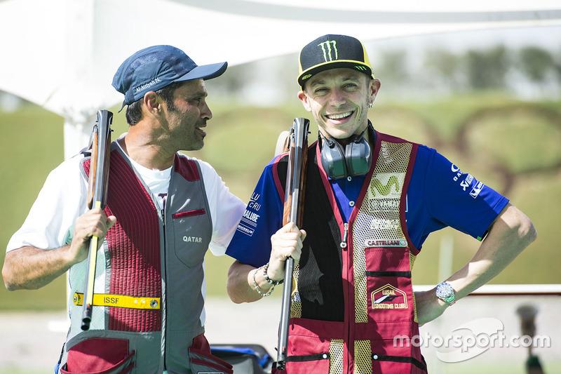 Valentino Rossi, Yamaha Factory Racing, Nasser Al-Attiyah en el club de tiro de Losail