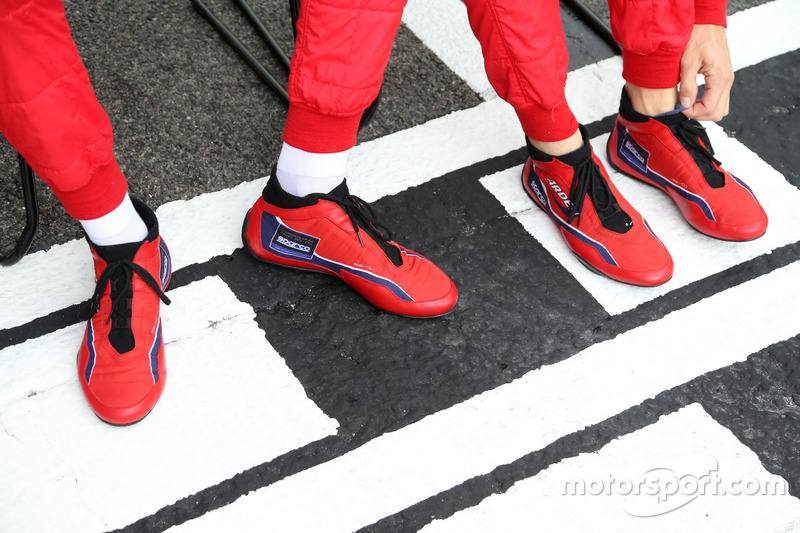 Arden International race shoes