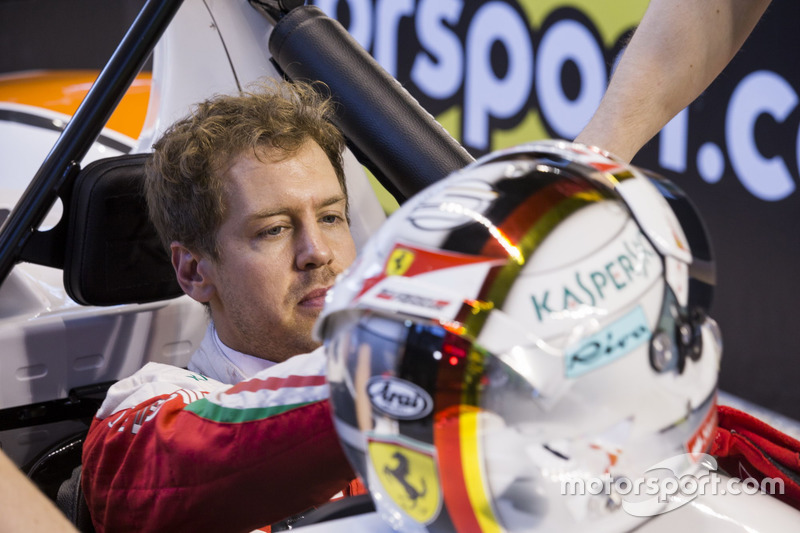 Sebastian Vettel, en pits