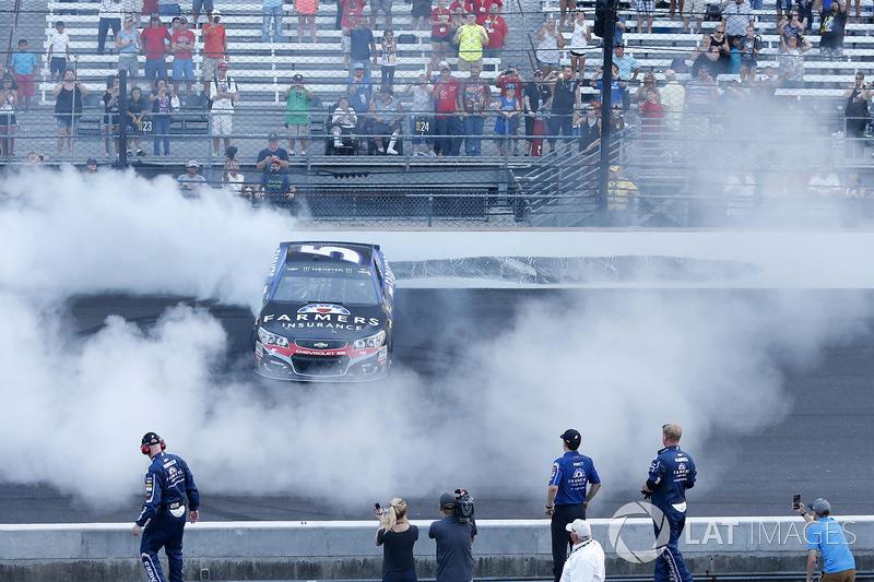 Ganador de la carrera Kasey Kahne, Hendrick Motorsports Chevrolet