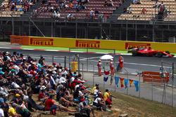 Marshals and fans observe Sebastian Vettel, Ferrari SF70H