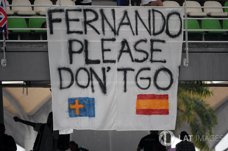 "Fans ""Fernando please don't go"" banner for Fernando Alonso, McLaren"