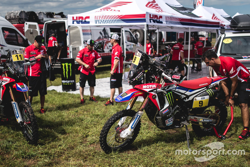 Motos del #11 Monster Energy Honda Team: Joan Barreda Bort y #9 Monster Energy Honda Team: Ricky Brabec