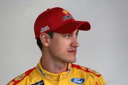 Joey Logano, Team Penske Ford, en el garaje