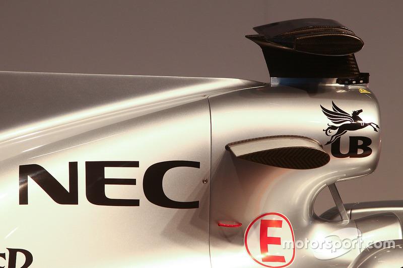 تفاصيل سيارة فورس إنديا في.جاي.إم10