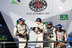 Podium: vainqueurs Timo Bernhard, Earl Bamber, Brendon Hartley, Porsche Team, deuxième place Neel Jani, Andre Lotterer, Nick Tandy, Porsche Team
