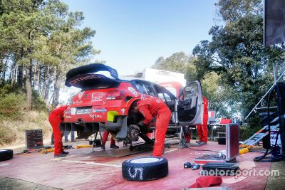 Sebastien Loeb testet WRC: Schotter