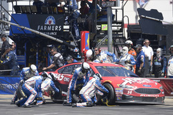 Clint Bowyer, Stewart-Haas Racing Ford, makes a pit stop