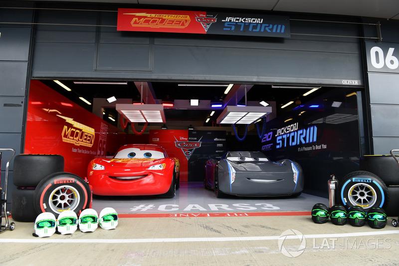 Cars 3 garage