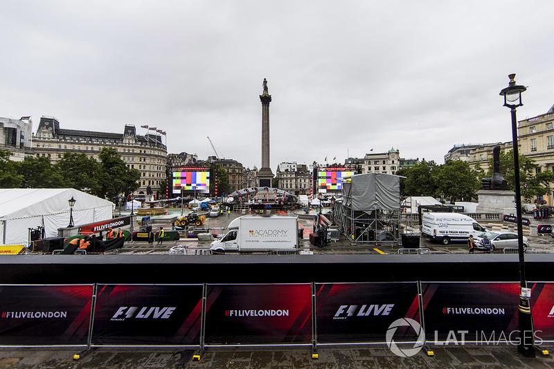 Persiapan F1 Live di Trafalgar Square
